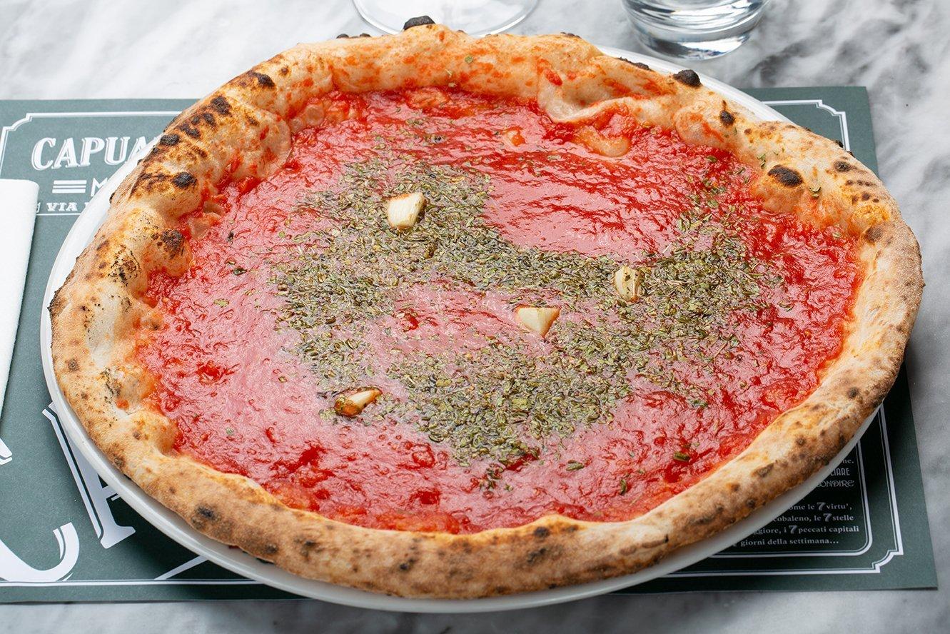 Pizza Marinara di Capuano's, con pomodoro, aglio e origano